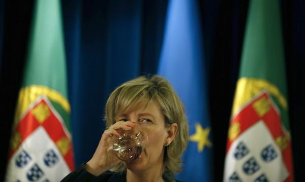 Португалия официално излезе от спасителната си програма