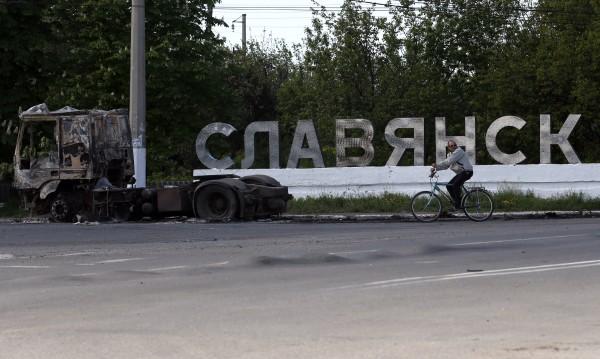 НАТО: Опасността от военна намеса на Русия в Украйна е отминала