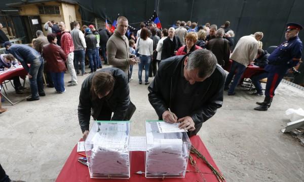 ЕС, САЩ и НАТО: Референдумите в Украйна са незаконни