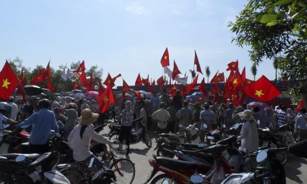 Стотици китайци избягали от Виетнам в Камбоджа