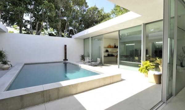Мери-Кейт и Ашли Олсън отвориха първия бутик с басейн