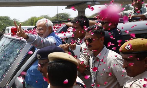 Хиляди индийци излязоха да посрещнат бъдещия премиер