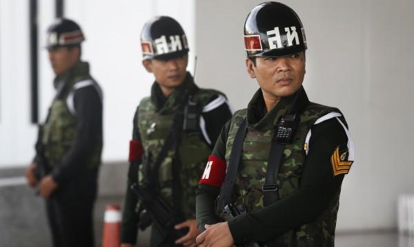 Армията на Тайланд обяви военно положение в страната