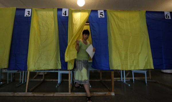 Украинците гласуват масово за нов президент
