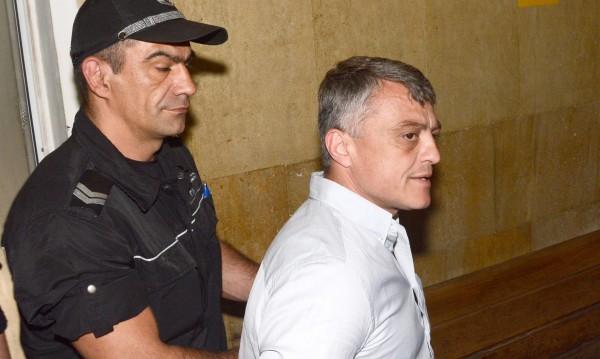Съдът остави Петното в ареста