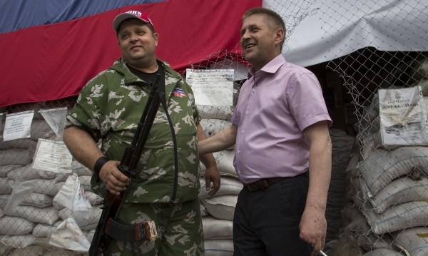 Сепаратистките власти в Донецк издирват наблюдателите от ОССЕ