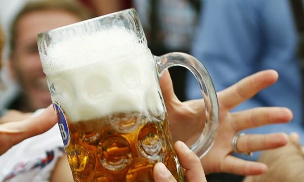 Студената бира е вече само на една ръка разстояние