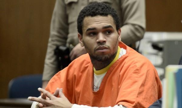 Крис Браун излезе предсрочно от затвора