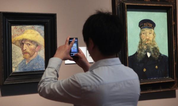 Представиха копие на ухото на Ван Гог