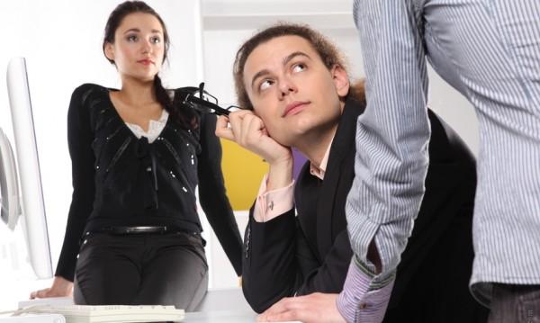 Навиците, които побъркват колегите ви