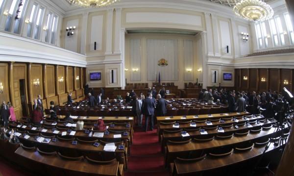 Първи опит: Парламентът пак без кворум