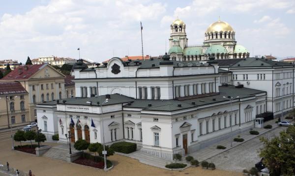 Възможен ли е вот през юли и защо бърза Станишев?