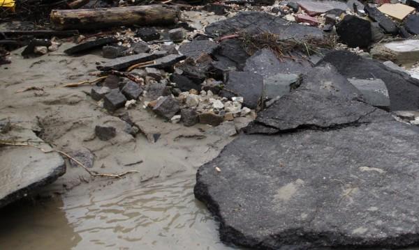 Спешно отводняват и разчистват в Добрич