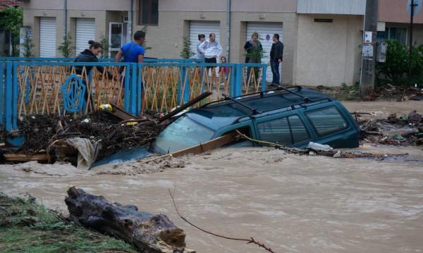 Шестима в болница във Варна след пороя