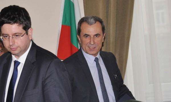 Орешарски и Чобанов подкрепиха БНБ за КТБ
