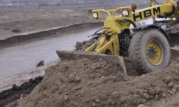 Вадят 12-тонни блокове от р. Краневска, разрушени от пороя