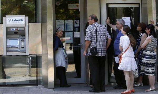 Крадци дебнеха пред банките да търсят жертви, заяви Безлов