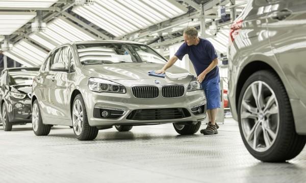 Първото BMW с предно предаване се качи на конвейера
