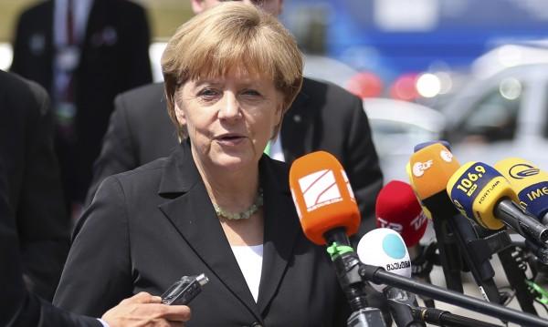 Меркел отлага плановете за таксуване на чужденци при ползване на аутобани