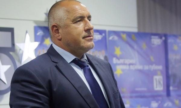 Борисов бесен: Мен да ме слагат наравно с Орешарски, обидно е!
