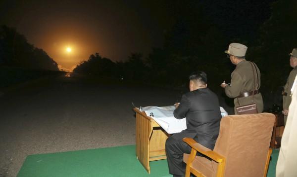 Северна Корея изстреля две ракети към Японско море
