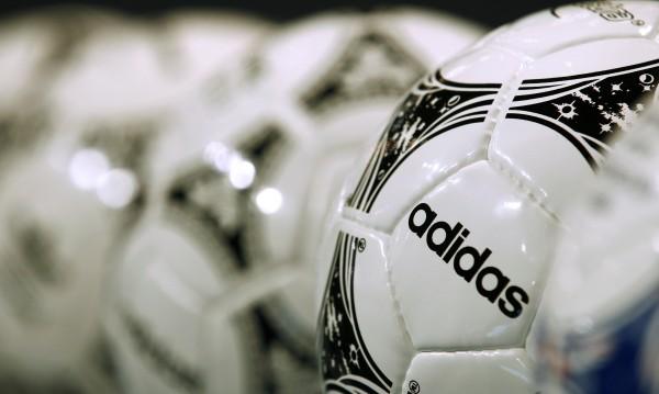 Аdidas ще облича Манчестър Юнайтед в следващите 10 г.