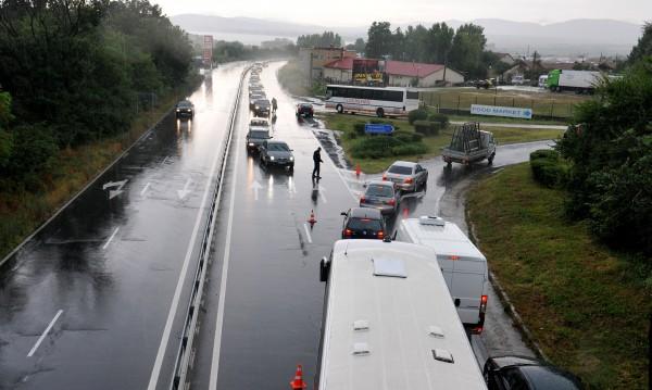Терзиева разпореди мерки заради наводненията край Приморско