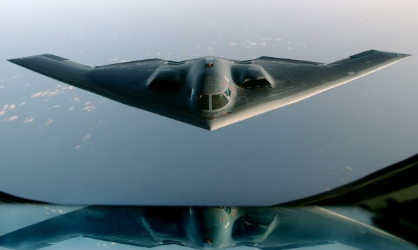 Духът на Студената война – стратегическият бомбардировач В-2 на 25 г.