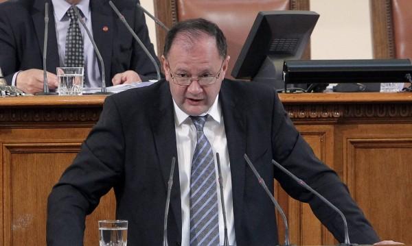 Парламентът приключва неестествено, оплака се Миков