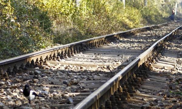 Влак удари лек автомобил на жп прелез край Кресна