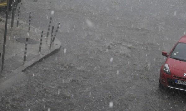 Бурята в София - между 12 и 14 часа