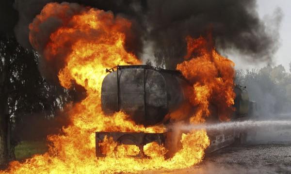Един загинал, близо 70 ранени при взрив на цистерна в Турция