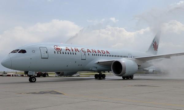 """Самолет на """"Еър Канада"""" кръжал над Тел Авив, чакал сигурност за кацане"""