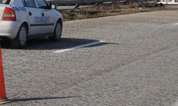 Пиян без книжка удари кола в дърво, двама загинаха