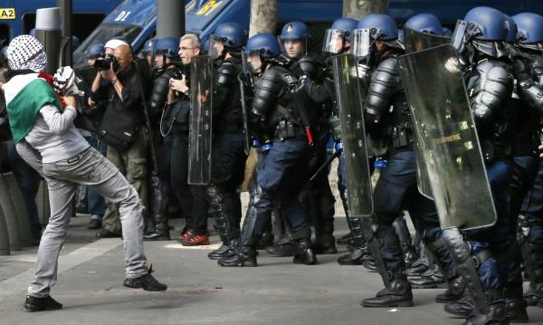 Поне 70 задържани в Париж заради пропалестински протест