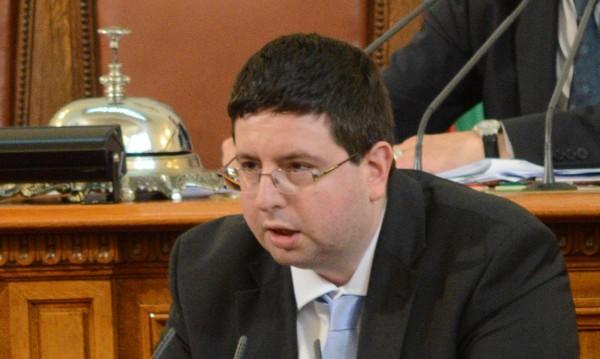 Бизнесът спря да работи заради предсрочния вот, обяви Чобанов