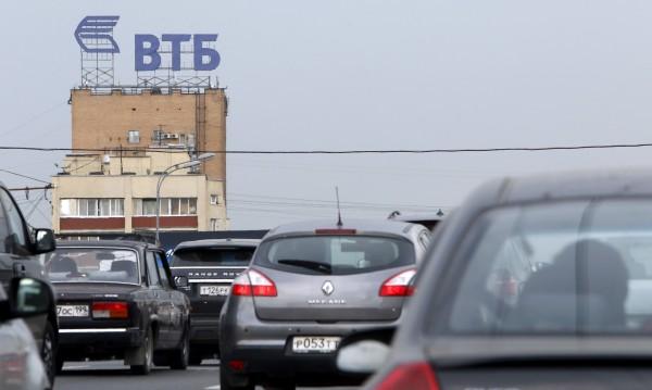 Москва посреща с показна храброст новите санкции на Запада