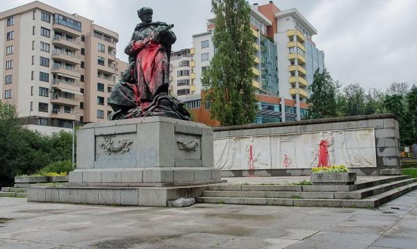 Пак боядисаха паметник на Съветската армия в София