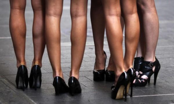 Голите модели в Париж се готвят за стачка