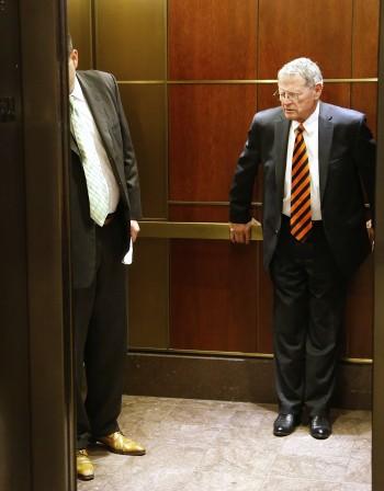 Колко бактерии живеят върху асансьорното копче?