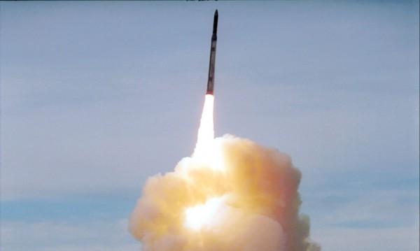 Северна Корея изстреля три ракети с малък обсег