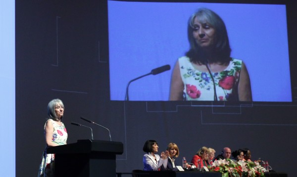 Политиците се забравиха, гледат само пари и власт, обяви Попова