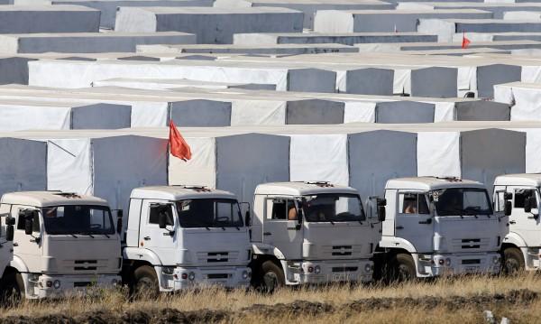 Хуманитарният конвой на Русия влиза в Украйна с Червения кръст