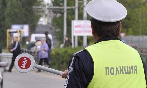 Полицаи дебнат за превишена скорост на пътя