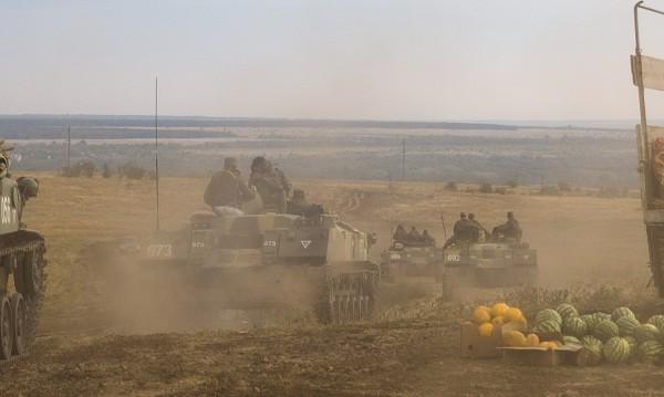 Бежански конвой ударен от ракети край град Луганск