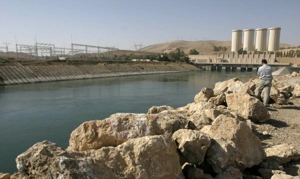 САЩ са бомбардирали стратегическия язовир Мосул в Ирак