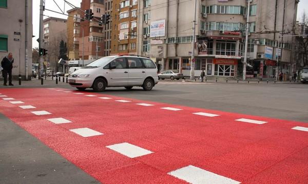 Подновяват пешеходните пътеки край училищата в Стара Загора