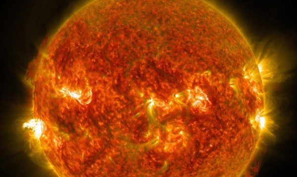 Учени надникнаха в душата на Слънцето