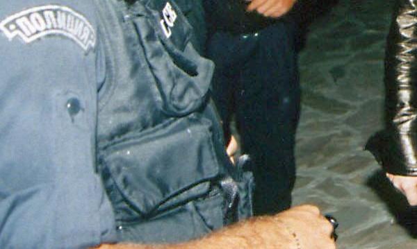 Петима нападнаха двама полицаи в Слънчев бряг