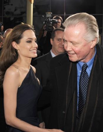 Анджелина не покани баща си на сватбата